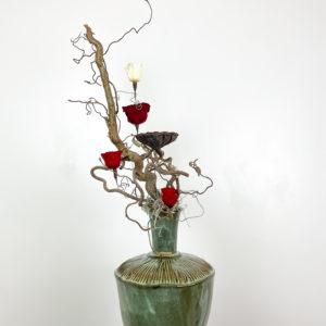 rose e nocciolo contorto   Andrea Patrizi Flower Shop