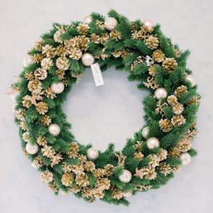 Ghirlanda natalizia con decorazioni e luci a led | Andrea Patrizi Flower Shop