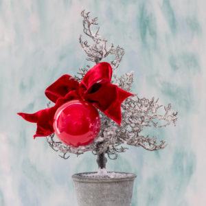 micro albero di natale con decoro lateralre Andrea Patrizi Flower Shop