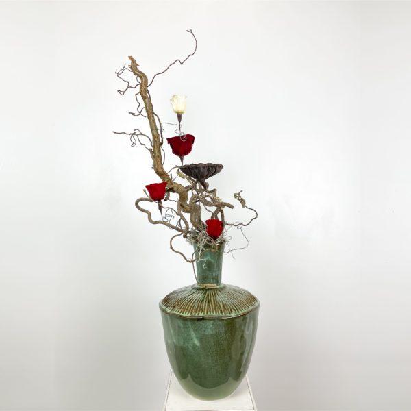 rose e nocciolo contorto | Andrea Patrizi Flower Shop